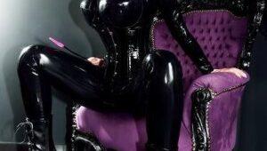 Le fétichisme du cuir avec votre dominatrice est amusant et facile à inclure dans vos moments de plaisir BDSM.